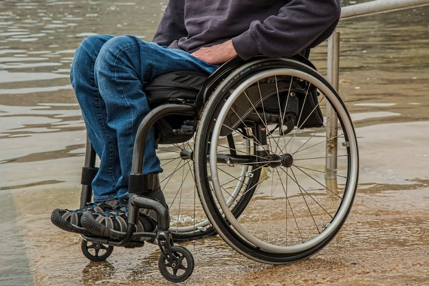 Integrert skjermbrett på rullestoler hjelper flere ut i arbeid
